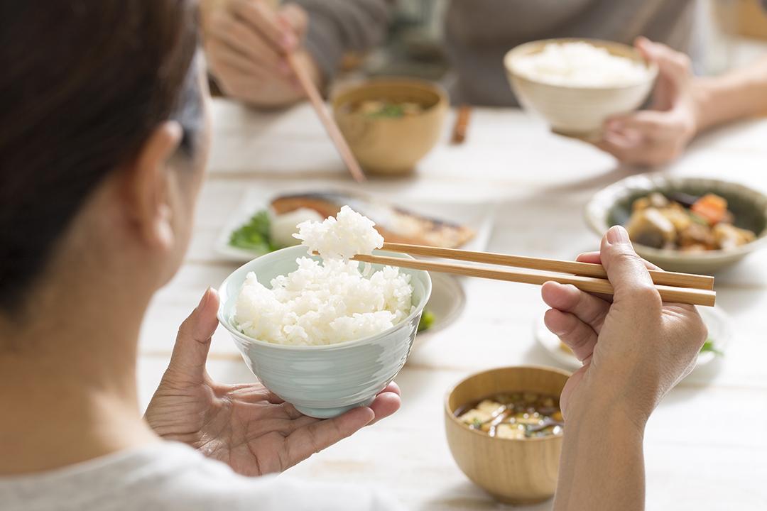 Ilustrasi Makan Orang Asia