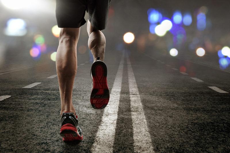 Lari di malam hari