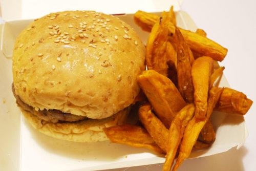 paket burger dan ubi bakar yang unik