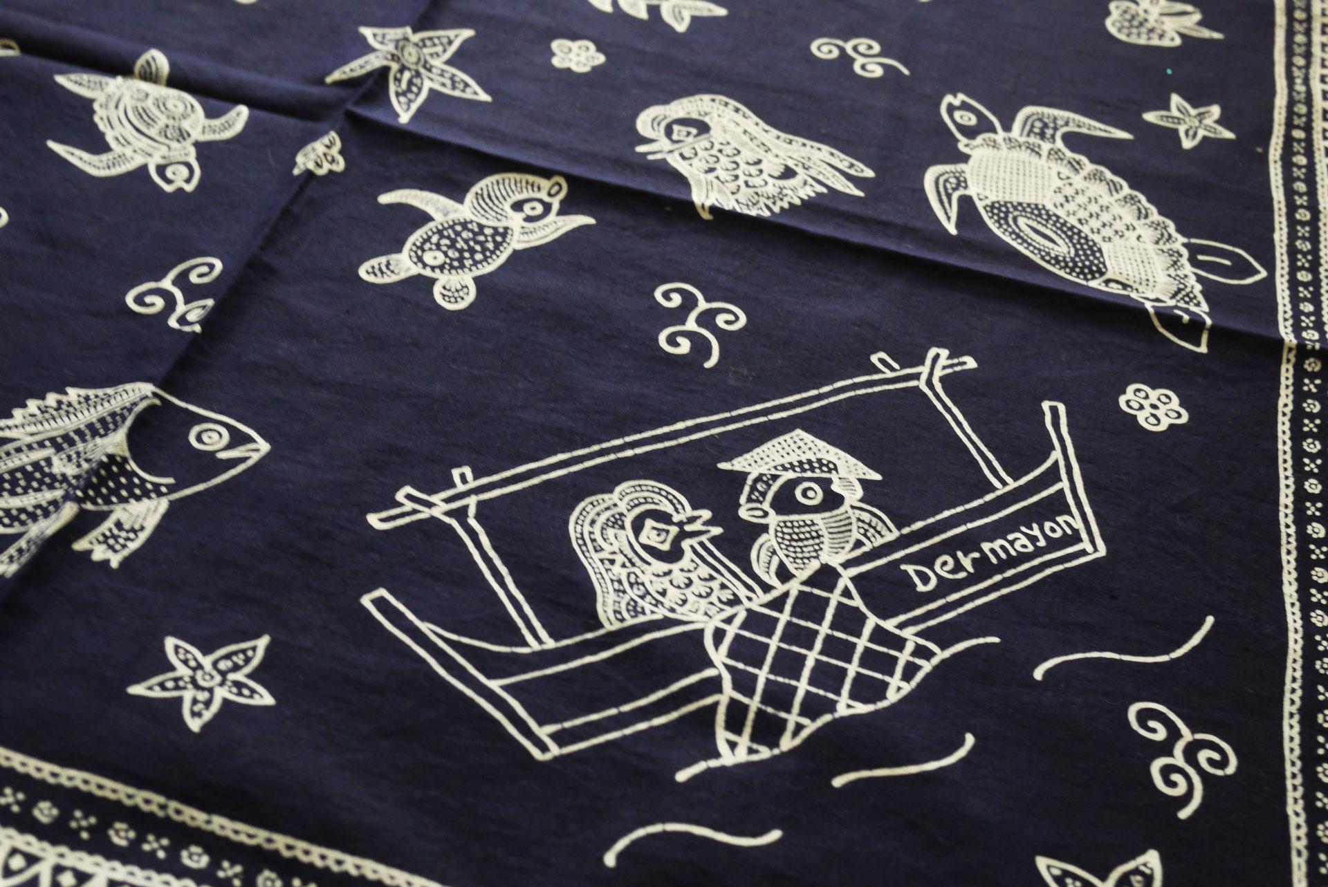 batik bermotif Amabie
